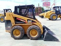 ขายรถตักเล็ก CAT 226 S/N.5FZ-07767 สภาพสวยพร้อมใช้งาน สนใจติดต่อ คุณชลิฎา 081-792-0337