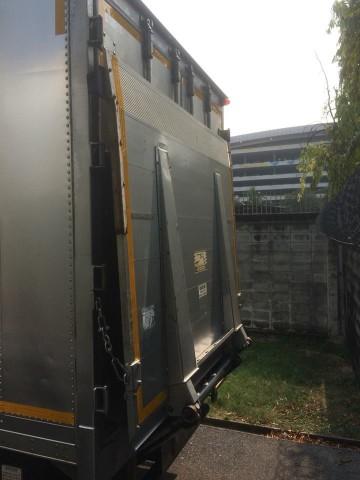 รถสิบล้อตู้เย็น มีลิฟท์ท้าย ISUZU DECA 200 เครื่อง 200 แรงม้า ตู้สแตนเลส ยาว 6.4 เมตร