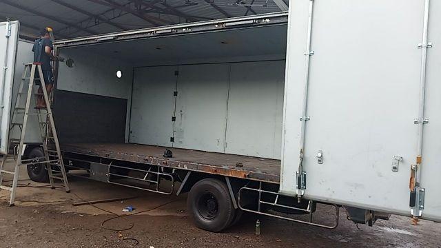 ไกรสร 0863516797 รถตู้แห้ง ิ10 บาน