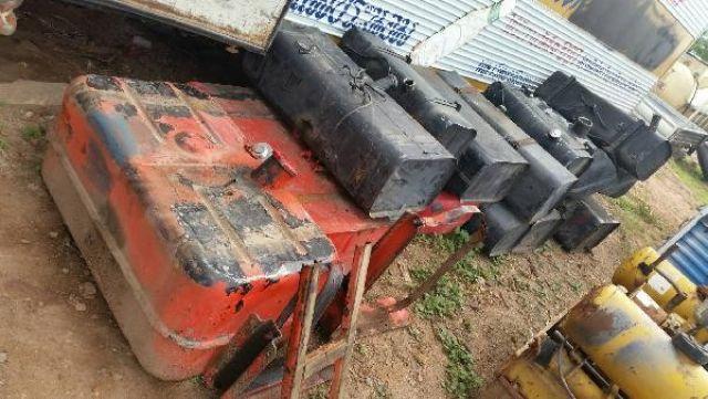 ขาย ถังน้ำมัน สำหรับติดรถบรรทุก 4 ล้อ 6 ล้อ 10 ล้อ จำนวนมาก เก่านอก ราคา ใบละ 800- 2500 บาท