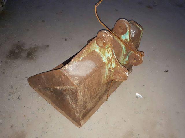 ขาย บุ้งกี๋ ปรับแต่งดิน รถขุด แบคโฮ PC40-PC60 แกนสลัก 50 มิล ห่างหู 18 cm กว้าง 100 cm เก่าญี่ปุ่น