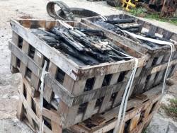 ขายเหมา เกี๊ยะยาง แผ่นยางรองแทรค จำนวนมาก น๊อตห่าง 58 มิล ยาว 45 เซ็น รถขุด แทรกเตอร์