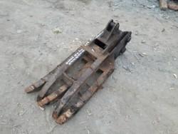 ขาย หัวคีบไม้ หนีบไม้ อเนกประสงค์ สำหรับรถขุด แบคโฮ PC 20 , 30 ,40 เก่าญี่ปุ่น แกนสลัก 35 มิล