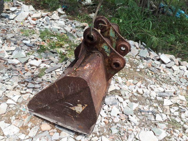 ขาย บุ้งกี๋ ขุด - ตักดิน ทราย แกนสลัก 50 มิล ห่างหู 18 เช็น รถขุด แบคโฮ pc50 - 60 เก่าญี่ปุ่น