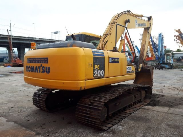 ต้องการขายรถแบคโฮ KOMATSU PC200-7 สภาพสวย พร้อมใช้งาน