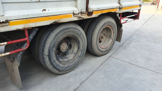 ขายรถบรรทุกสิบล้อ ISUZU เพลาเดียว พร้อมเครนขนาด 3 ตัน